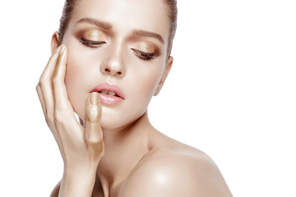 Cocoage Beauty - How to Tighten Skin With Gold Cosmetics